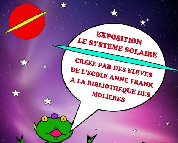 Les enfants exposent le système solaire à la bibliothèque