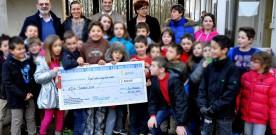 Remise du chèque de 2500 € au Téléthon