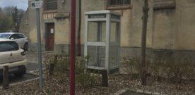 Tiens… une cabine téléphonique ?